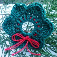 Crochet Wreath Applique  Embellishment Ornament by CrochetMotifs, $1.99