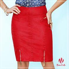 Nossa coleção Primavera Verão 2015/16 reserva lindas surpresas, como essa saia vermelha com fendas duplas de zíper