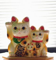 Lucky Cat / Maneki Neko.