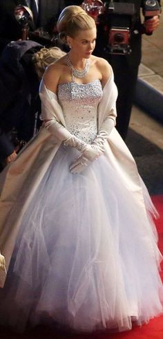 Nicole Kidman bears uncanny resemblance to Princess Grace of Monaco as she shoots biopic in fairy-tale ballgown