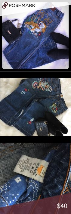 Antik Embroidered Jeans Beautiful and fun embroidered jeans. Only worn a few times. Loved them so much, when I outgrew these I got a larger size. 😁.  Can be dressed up or dressed down, let your creative style bloom Antik Batik Jeans Boot Cut
