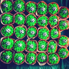 Voetbal/soccer cupcakes.