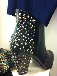 #Stivaletti con #borchie #Zara