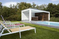 Padoek is een houtsoort die in Belgie veel meer wordt toegepast dan in Nederland. Complimenten voor de mooie moderne stijl. Padoek is in het begin mooi rood en veranderd langzaam naar grijs. Onder een overkapping gaat dit langzamer dan in zon en regen.  Poolhouse D | Bogarden