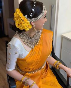 Hair Bun For Saree South Indian Bride - Hair Bridal Sarees South Indian, Indian Bridal Outfits, Indian Bridal Fashion, Indian Bridal Wear, South Indian Bride, Indian Wear, Indian Bridal Hairstyles, Wedding Hairstyles, Fancy Blouse Designs