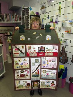 Vera's New Dollhouse - a thought for Jamie :) Patchwork Quilt, Mini Quilts, Applique Quilts, Baby Quilts, House Quilt Patterns, House Quilts, Colchas Quilting, Quilting Designs, Monochromatic Quilt