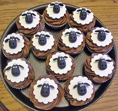 These Shaun The Sheep Cupcakes Would Be Great With Green Icing Underneath For Grass! Sheep Cupcakes, Animal Cupcakes, Easter Cupcakes, Easter Cookies, Fun Cupcakes, Shaun The Sheep Cake, Timmy Time, Mini Cakes, Cakes And More