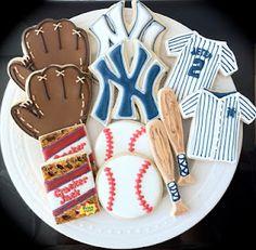 New York Yankees Baseball themed Decorated Cookies- bats, balls, gloves, jerseys, logo and cracker jacks Cookies Oreo, Cute Cookies, Cupcake Cookies, Sugar Cookies, Cupcakes, Fancy Cookies, Baseball Birthday, Baseball Party, Baseball Season
