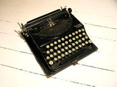 Antique 20s Remington Portable 1 Typewriter - THISSSSSSS. IN WORKING CONDITION!!!!
