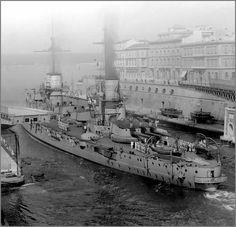 Vintage photographs of battleships, battlecruisers and cruisers.: December 2013