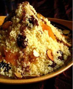 """Golosa ricetta etnica per cucinare un dolce a base di cous cous e frutta secca, ottimo per concludere una cena """"etnica"""" oppure come merenda energetica per i bambini"""