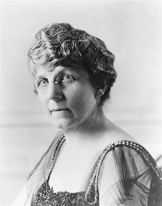 First Lady Florence Kling Harding, circa 1920, wife of President Warren G Harding. Born into a wealthy family in Marion, Ohio, she had already eloped with and divorced Henry de Wolfe before she met Harding.
