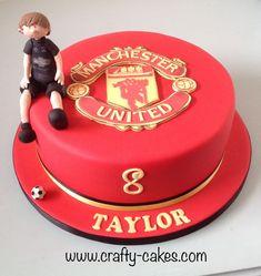 Man Utd cake with modelled footballer Football Birthday Cake, 90th Birthday Cakes, Birthday Cake Toppers, It's Your Birthday, Beautiful Birthday Cakes, Vintage Cakes, Craft Wedding, Novelty Cakes