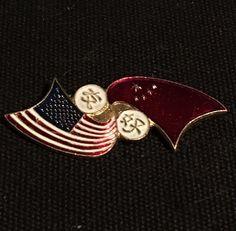 2fbcd365b3b1 USA China Flag Crossed Pin, Vintage 1972 Friendship Memorabilia | eBay Flag  Lapel Pins,