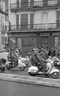 60s Mods Moto Scooter, Lambretta Scooter, Scooter Girl, Vespa Scooters, Piaggio Vespa, Brighton, Classic Vespa, Skinhead, Youth Culture