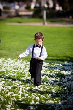 Previous pinner writes: Little ring bearer outfit.loving the suspenders and bow tie look. Ring Bearer Outfit, Diamond Promise Rings, Flower Studio, Rings For Girls, Groom And Groomsmen, Groom Attire, Bridal Rings, Here Comes The Bride, Wedding Inspiration