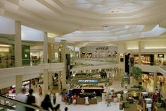 18f68e78474 Store Directory for Woodfield Mall - A Shopping Center In Schaumburg, IL