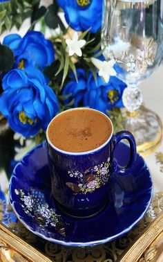 Article & Content Page Glace Fruit, Coffee Presentation, Coffee Gif, Coffee Flower, Turkish Coffee Cups, Sweet Coffee, Good Morning Coffee, Breakfast Tea, Coffee Pictures
