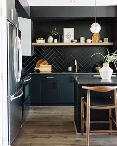 Kitchen Interior Design – Kitchen is a place for us to make favorite food. Therefore the kitchen must make us . Modern Kitchen Interiors, Modern Kitchen Design, Home Decor Kitchen, Interior Design Kitchen, New Kitchen, Kitchen Ideas, Kitchen Designs, Kitchen Contemporary, Kitchen Time