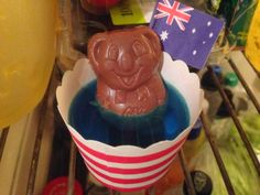 Koala in the Billabong - Blueberry jelly and caramello koalas in a cupcake holder. Aussie Food, Australian Food, Polar Bear Party, Australia Day Celebrations, Blueberry Jelly, Aus Day, Australia Crafts, Gelato Shop, Celebration Day