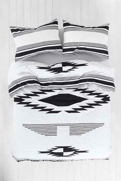 4040 Locust Eagle Eye Comforter - Urban Outfitters