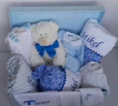 Preciosa canastilla para Mikel en celeste y azulón #canastillasbebe #Bautizos #babyshowers #toallaspersonalizadas #albornozpersonalizado