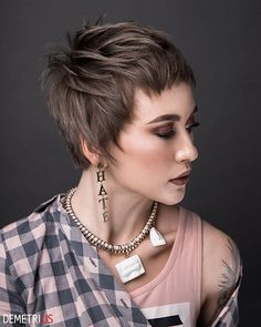 """How to style the Pixie cut? Despite what we think of short cuts , it is possible to play with his hair and to style his Pixie cut as he pleases. For a hairstyle with a """"so chic"""" and pointed… Continue Reading → Short Pixie Haircuts, Short Bob Hairstyles, Short Hair Cuts, Short Hair Styles, Trendy Haircuts, Blonde Pixie Cuts, Super Short Hair, Corte Y Color, Great Hair"""