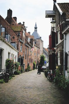 Five hours in Amersfoort; a tiny city guide - Fernweh Forevermore Old Buildings, Modern Buildings, Holland Netherlands, Holland Europe, Building Painting, Grand Hotel, Beautiful Beaches, Places To Travel, Castle