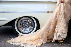 Bride's Cars : Picture Description wedding car… Wedding Poses, Wedding Couples, Wedding Dresses, Wedding Cars, Gown Wedding, My Boutique, Boutique Ideas, Wedding Balloons, Wedding Trends