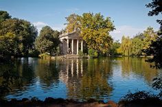 I love Saturday mornings, especially in Rome. A warm summer morning is perfect for a slow, delicious breakfast and a long stroll around Parco Borghese… Come walk with me!