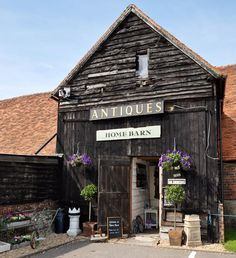 Home Barn | Little Marlow, England - It sertainly looks like a place I wanna go to :)