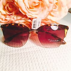 TAHARI Cat Eye Sunnies 😎🕶. With a classic design, these sunglasses are perfect for finishing off your look as you protect your eyes. They have a vintage style with a modern colorful twist that enhances their appeal. Very comfortable to wear all day without that heavy feeling on your face. 🕶😎 Tahari Accessories Sunglasses