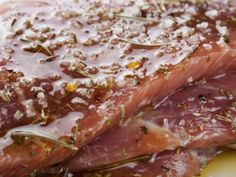 5 recetas para marinar tu carne y dejarla ultra suave Beef Recipes, Cooking Recipes, Healthy Recipes, Cold Pasta Dishes, Marinate Meat, Juicy Steak, How To Make Guacamole, Bbq Pork, Meat Lovers