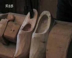 A short video by French station Radio Batavia explores the craft of Mr. Beekhuiszen in Eemnes, Netherlands, who handcrafts traditional Dutch wooden clogs the old-fashioned way. The short highlights...