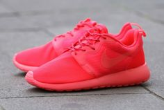 "Nike Wmns Rosherun HYP ""Red October"""