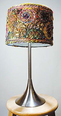 Cómo decorar una pantalla de lámpara con trapillo   El blog de trapillo.com