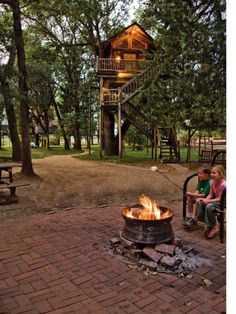 Sleep in a treehouse with the whole family at Out'n'About Treehouse, Talkilma, Oregon.