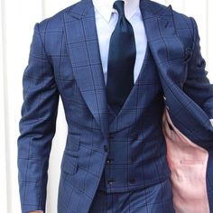 Beautiful suit, with the detail of the pink lining
