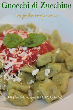 Gnocchi di zucchine senza uova: leggeri e saporiti . Un primo piatto estivo nei colori e nei profumi. Ricetta vegetariana facile. Piaceranno anche ai bimbi