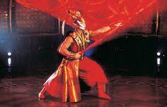 El nombre de Dralion se origina de la combinación de las palabras «dragón» (criatura que representa Oriente) y el «león» (que hace referencia al mundo occidental)