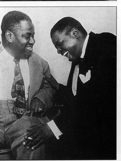 Art Tatum and Oscar Peterson. Levels fixed a bit on the image, if not in their mood. Jazz Artists, Jazz Musicians, South American Music, Art Tatum, Jazz Cat, Dave Brubeck, Popular People, Sports Figures, Jazz Blues