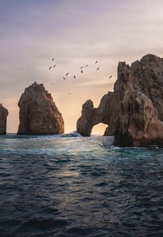 See it for yourself! El Arco, otherwise known as Land's End. A landmark must when visiting Cabo San Lucas, along with luxury accommodations to go with it at Vista Encantada Spa Resort & Residences. Tumblr Wallpaper, Hd Wallpaper, Moving Wallpapers, Phone Wallpapers, Tropical, Unique Wallpaper, Ocean Photography, Travel Photography, Cabo San Lucas