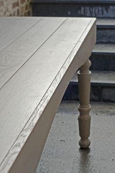Gebeitste landelijke houten tafel