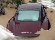 http://www.infomotori.com/auto/2012/02/02/incidenti-porsche-bizzarri-crash-da-tutto-il-mondo/ #incidente #crash #Porsche #Cayman