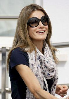 Doña Letizia con gafas de sol XXL