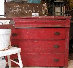 Wow, we're loving this vintage chest of drawers. The rusted red paint looks fab. Perfect for a warming Christmas atmosphere!
