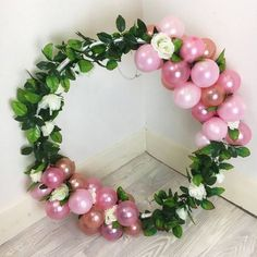 """What about decorating a hula hoop at your next party? Out there it is known as """"hula hoop wreath"""", that is, """"Hula hoop garland"""". Balloon Centerpieces, Balloon Decorations, Birthday Party Decorations, Birthday Parties, Wedding Decorations, Helium Balloons, Baby Shower Balloons, Deco Ballon, Balloon Wreath"""