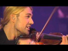 David Garrett - Viva la vida . With a rock orchestra! Love how he loops the parts at the beginning!!