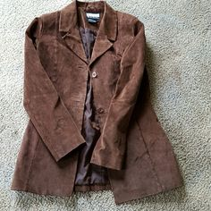 Wet seal suede jacket Cute fashion button up jacket with two front pockets can be worn for any occasion. Suede Jacket, Leather Jacket, Wet Seal, Cute Fashion, Suede Leather, Buy And Sell, Blazer, Trench Coats, Jackets