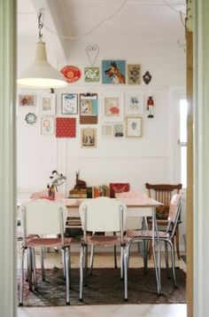 Eclectic Dining Room Design Ideas can be tricky spaces to decorate. If your dining area is an extension of the living room, you might be going for a look. Küchen Design, Home Design, Design Ideas, Retro Design, Eclectic Design, Wall Design, Modern Design, Table Formica, Blueberry Home
